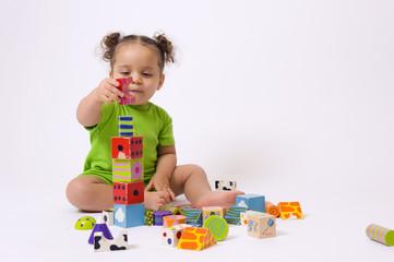 Bébé et jeu de construction