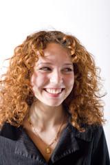 portrait d'une jeune femme souriante