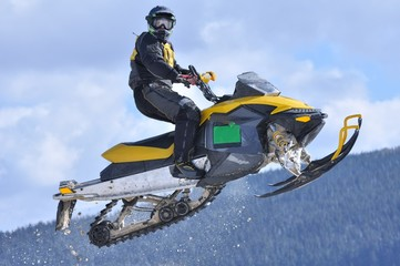 Fototapete - snowmobile jumping