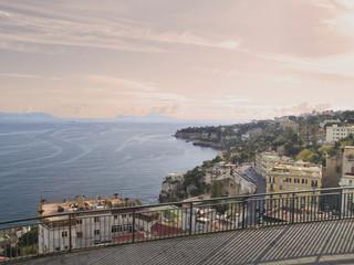 Atardecer en la bahía de Nápoles, sur de Italia.
