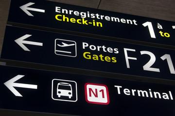 panneau de signalisation de l'aéroport