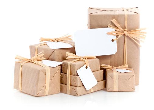 cadeaux emballage écologique avec étiquette blanche