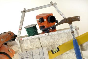 Hausbau planen mit Bauplan und Baubranche