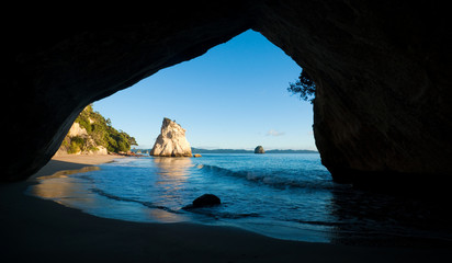 Foto auf Gartenposter Cathedral Cove cathedral cove in morninglight