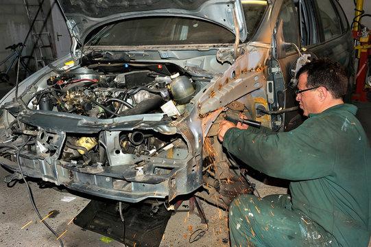 réparation d'un véhicule par un carrossier.