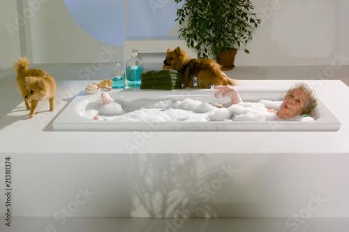 Oma In Der Badewanne