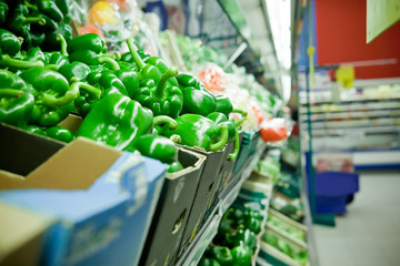 Picture of fresh bell peppers and other vegetables in supermarke