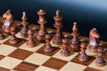 Fototapeta szachownica z czarnymi szachami obraz