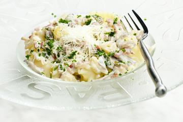 pasta with ham and champignons on white wine