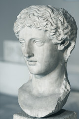 statue of a woman head
