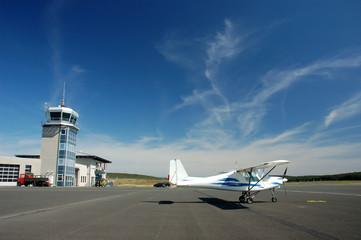 Sportflugzeug auf dem Flugplatz