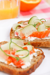 Toast with vegetables and fish.