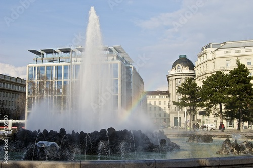 Hochstrahlbrunnen Am Schwarzenbergplatz In Wien Stock Photo And