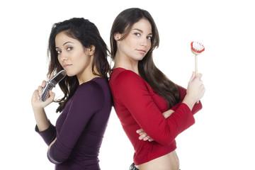 femmes dos a dos ménagère et portable