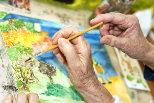 seniors in a dorm painting with color