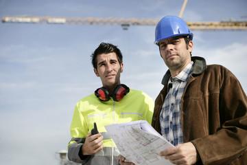 Entrepreneurs sur un chantier de construction