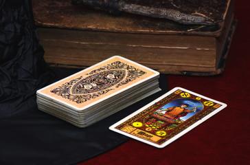 Fototapeta talia tarota z magiem obraz
