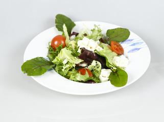 ensalada con tomate y lechuga