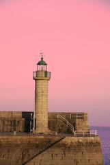 Papiers peints Rose banbon Le phare du port de Binic