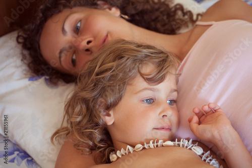 фото мама в постели