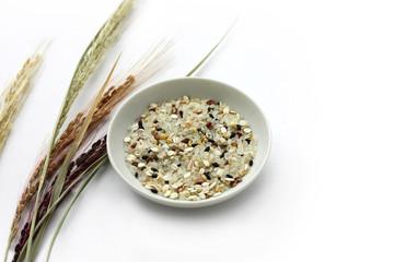 米と雑穀と稲穂