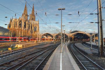 Fototapete - Hauptbahnhof Köln, Kölner Dom, Bahngleis