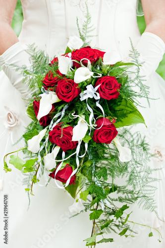 brautstrauss rote rosen stockfotos und lizenzfreie bilder auf bild 21964708. Black Bedroom Furniture Sets. Home Design Ideas