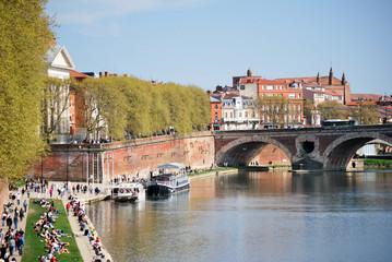 Les quais de Toulouse pendant les vacances