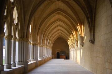 【フランス】バイヨンヌ・サントマリー大聖堂・夕日の回廊