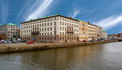 Immeuble à Göteborg au bord d'une rivière en Suède