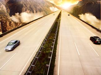 Autobahn durch Gebirge