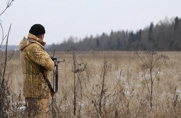 Fototapeten Jagd Huner with rifle waiting for animal