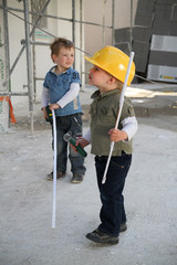 Kind auf Baustelle