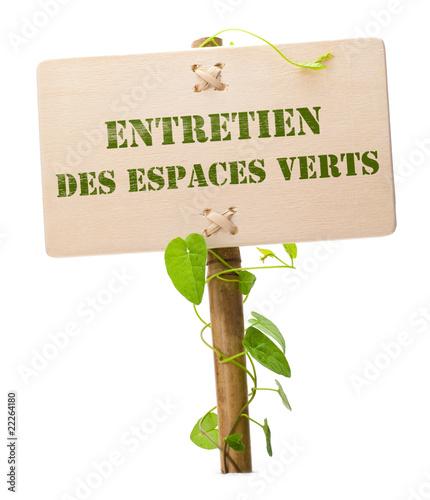 Entretien des espaces verts photo libre de droits sur la for Tarif horaire entretien espace vert