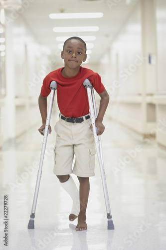 how to walk on crutches video