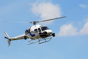 helicoptere ciel bleu