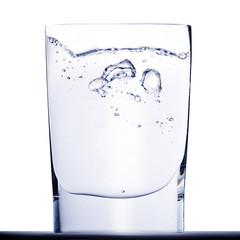 Fototapeta wazno ze wzburzoną wodą
