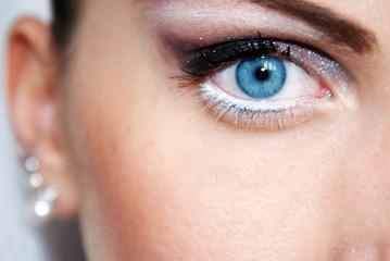 Blu eye