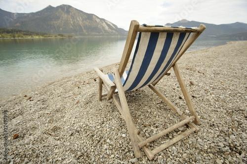 liegestuhl am strand stockfotos und lizenzfreie bilder auf bild 22497994. Black Bedroom Furniture Sets. Home Design Ideas
