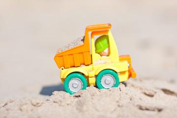 petit camion a la plage