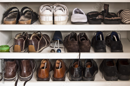 placard chaussures photo libre de droits sur la banque d 39 images image 22681104. Black Bedroom Furniture Sets. Home Design Ideas