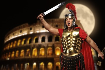 Fotorolgordijn Ridders Roman legionary soldier in front of coliseum at night time