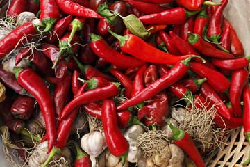 Food - Chilischoten und Knoblauch