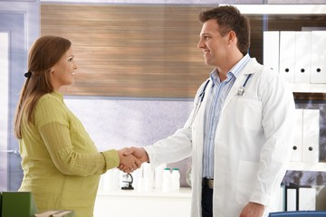 Doctor congratulating to pregnant woman