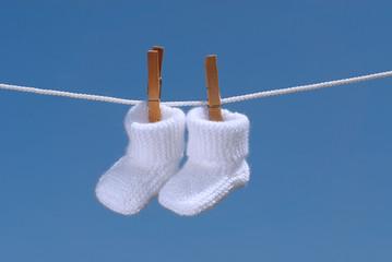 concept de grossesse: chaussons de bébé