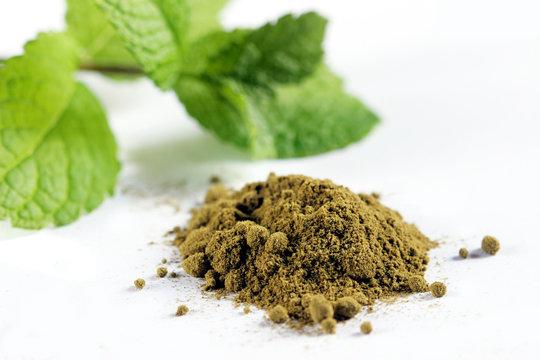 stevia en poudre sucre naturel édulcorant et feuilles