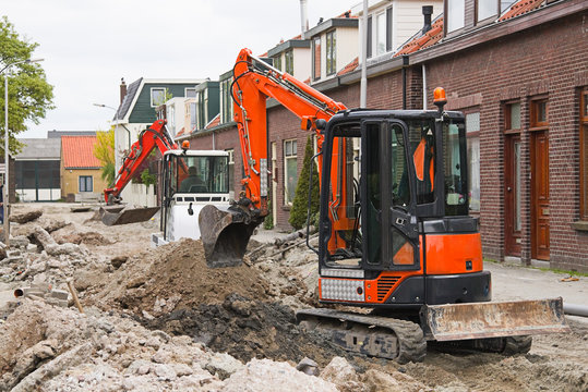 Breaking up the street to renew the sewerage