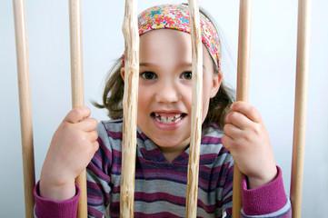 Mädch hinter Gittern