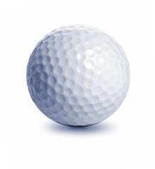 Golfball auf weißem Hintergrund