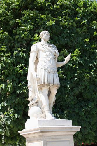 Statue de jules c sar dans le jardin des tuileries paris - Sculpture jardin des tuileries ...